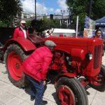 Con un tractor del año 1955 se lanzó la EXPOSOFO centenario en Temuco