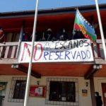 Comunidades Mapuche se tomaron la Municipalidad de Lumaco en rechazo a los escaños reservados.